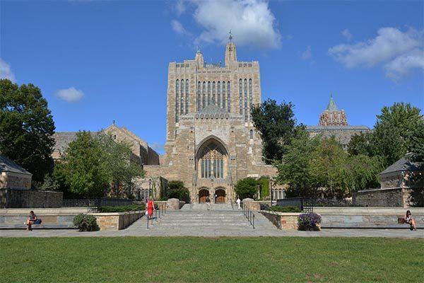 แนะนำสถานศึกษา Yale University ที่มีชื่อเสียงอันดับโลก